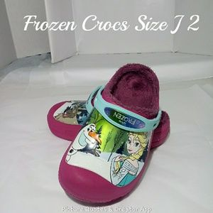 💥2/$30💥Frozen Fur lined Crocs Size J2 EUC